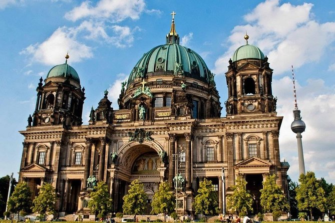 Sightseeing tour of Berlin with photo stops (6 hours) with a private round-trip transfer (about 6 hours, Warnemunde). You will see the Bundestag building, the Brandenburg Gate, the Charlottenburg Palace, the Kaiser Wilhelm Memorial Church, the Victory Column, the Bellevue Palace, the Museum Island, the Unter den Linden, the Berlin Cathedral, building of the former Ministry of Aviation Hermann Goering, the Potsdamer Platz, the Berlin Wall, the Kurfurstendamm, the Alexanderplatz, the Rotes Rathaus, the Humboldt University, the Checkpoint Charlie, etc. <br>During the day you will have 1 free hour for lunch or shopping.
