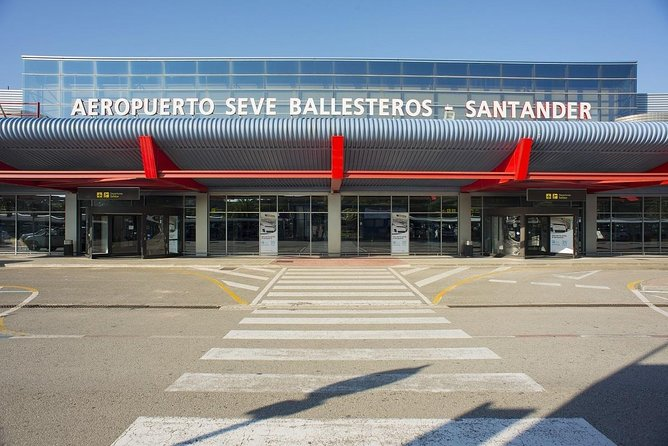 Private departure transfer from Santander city hotels to Santander airport.