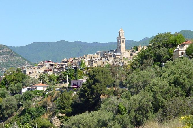 Walk within mediterranean vegetation will take you to Bussana, where you can discover artists workshop and learn their incredible stories. <br>Before to say bye to this enchanted village you will taste local specialities in a special location with stunning view.