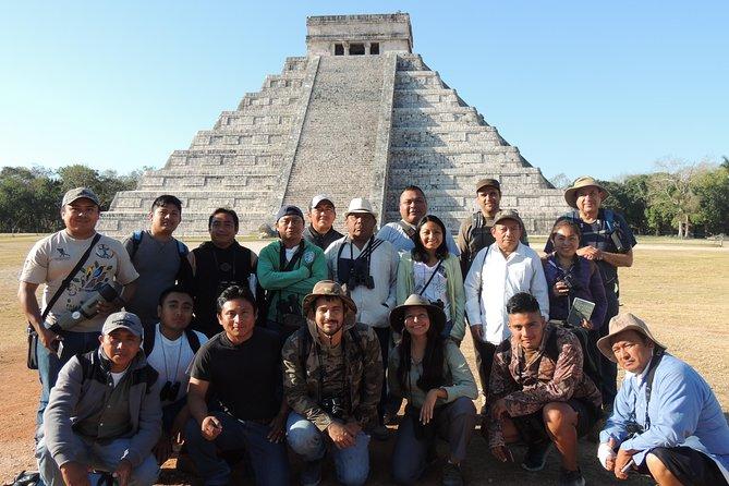 Chichen Itza es un sitio majestuoso en donde podrás conocer la cultura maya prehispánica, pero también podrás adentrarte y conocer la cultura maya contemporánea. Usamos el termino Bio-Cultural ya que no solo te enseñaremos aspectos sobre la cultura, si no también sobre la biodiversidad, como mariposas, aves, reptiles, plantas, etc.
