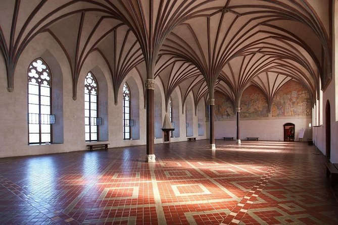 Full-Day Private Guided Tour to Stutthof Concentration Camp and Malbork Castle, Gdansk, POLONIA