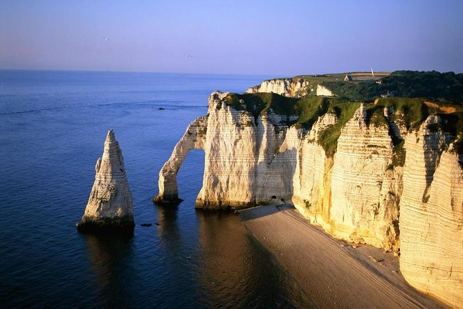 Discover cliffs of Etretat & Fecamp from Paris Beauvais BVA Airport, Amiens, FRANCIA