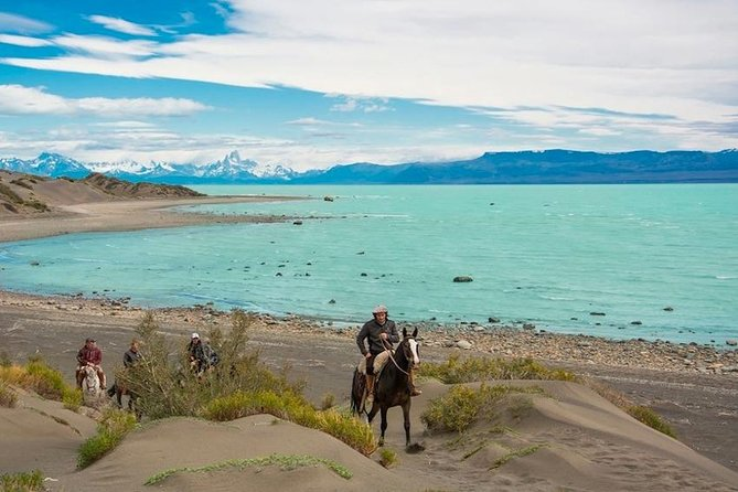 Starting from La Estela stable, the tour will take you towards the point of the Viedma Lake and the beginning of the La Leona River. After riding these shores, you will eventually arrive at the Guanaco river. During this journey, you will ride with world-famous views of this place, the Fitz Roy and Torre Peaks together. You will also learn a little about the flora and fauna of this southern Patagonian region. Depending on the season, you may be able to sample wild Calafate's berries.<br><br>Once arriving at the Guanaco river, the return will begin towards the stable along the tallest plateau, making a short stop at the Yaten shelter where you will be able to rest and relax for around 15 minutes, then return to the matera crossing some high dunes.
