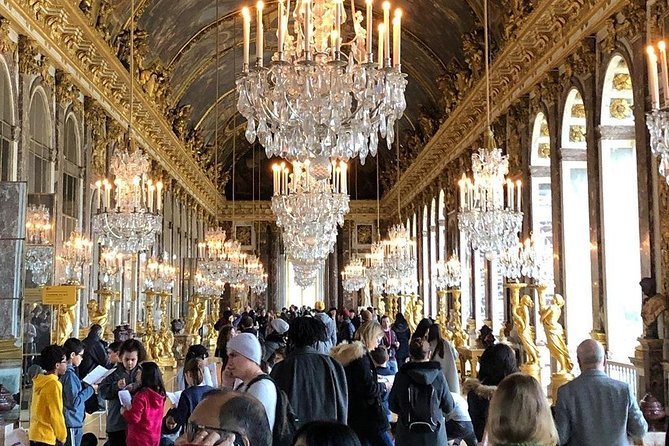 Discover one of the largest palaces in the world and explore each corner of the palace in this exclusive guided tour. See the State Apartments, the King's Bedroom, the Hall of Mirrors, and more.<br><br>Get the royal treatment with an exclusive guided tour of the palace. Best of all, choose from either a regular or small-group guided experience, or even your very own private tour. <br><br>✔ Skip the long lines as like as true royal do<br>✔ Go on an exclusive 90-minute guided tour<br>✔ Learn about the figures of the French monarchy<br>✔ Explore more corners of the palace on your own after the tour ends<br>✔ Skip the ticket line<br>✔ Printed or mobile voucher accepted<br>✔ Live Expert tour guide<br>✔ Small Group<br>✔ Hidden Highlights<br><br>An amazing tour to take the taste of royal life and to get lost on a royal world. Get amazed by the view and gather knowledge about the history hidden behind every brick of the palace.
