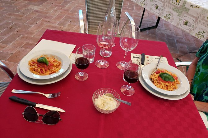 Truffle Hunt & Bio Lunch in Assisi, Assisi, ITALIA