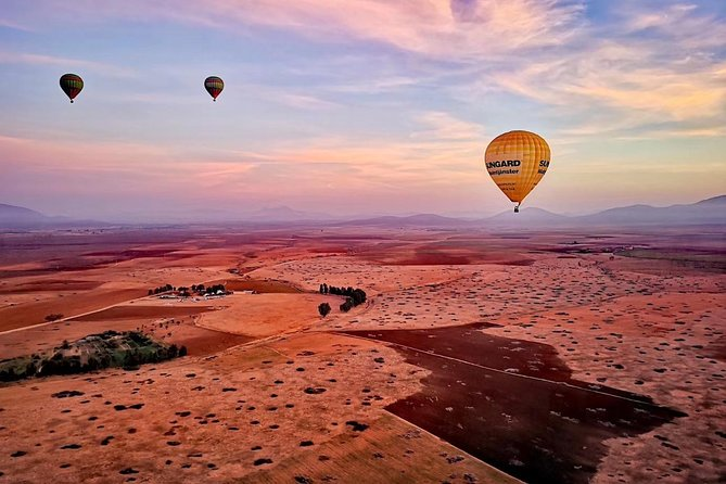 1- Transport by touristic 4X4 insured cars Round trip <br><br>2- Meet At The balloon site , tea , coffee and refreshments are served <br><br>3- Safety briefing bu the pilot <br><br>4- Minimum of 60 mints of flight <br><br>5- Breakfast after the flight <br><br>6- Flight Certificate signed by the pilot in command