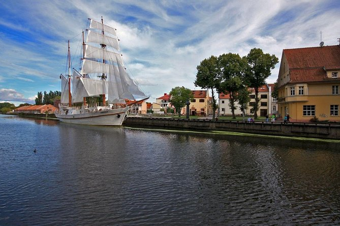 3 hours walking tour in Klaipeda. You will see the streets and buildings of the Old City, the old Castle territory, the Theatre Square, the Annie of Tharau Fountain and visit to the Amber Queen Museum.