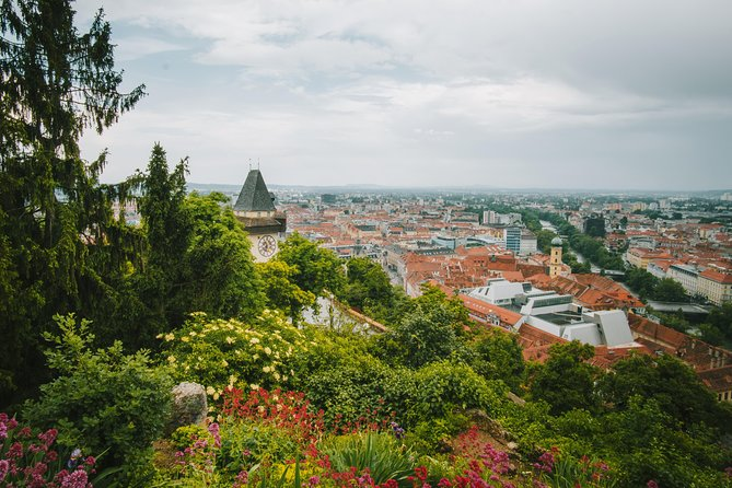 This Experience is provided by a private local.<br><br>You only have an hour to fall in love with Graz? Challenge accepted!<br>Discover Graz during a short but sweet excursion, in which you will learn the most interesting facts about the city, the local lifestyle, and the modern transformation of the city. <br>We will meet at the Dom and go on our stroll from there :-)<br><br>Discover what the everyday life of a local looks like and learn where the city gets its characteristic ambience from, by seeing it through the eyes of a local. <br>Walking through the city, you will discover exactly what makes Graz special! This is also your chance to get insider tips about the best cafes, restaurants and bars to visit during your time here, and learn how to make the most out of your visit. <br>This is the perfect experience for someone visiting the city for the first time, or someone that wants to rediscover it!