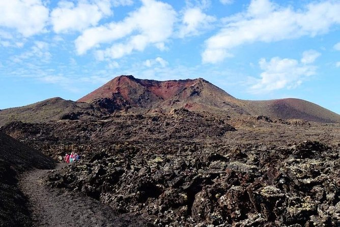 We are local guides, who will show you the real Lanzarote, by taking you off the main paths to experience truly unspoiled nature.