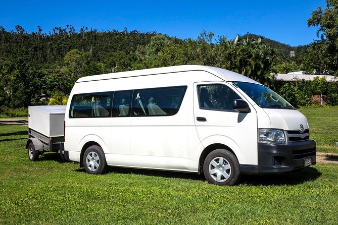 VAN from Proserpine Airport into Airlie Beach & Return, The Whitsundays y Hamilton Island, AUSTRALIA