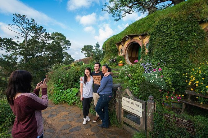 Hobbiton Movie Set Small Group Day Tour from Auckland, Auckland, New Zealand
