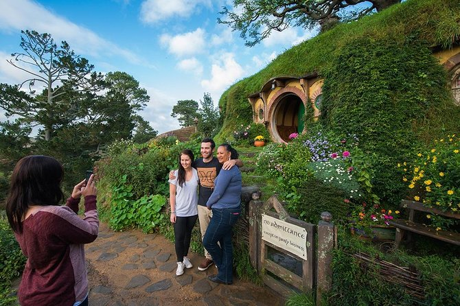 Hobbiton and Waitomo Caves Small Group Tour from Auckland, Auckland, New Zealand