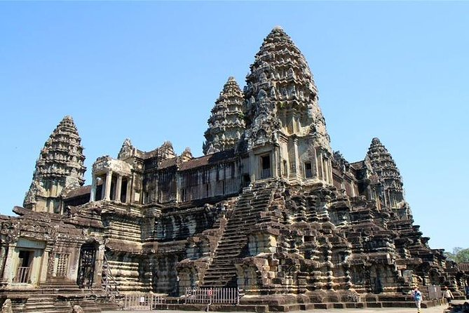 3-Day package tour we focus mainly on all the main temples on Small & Big Circle & Banteay Srei & Kulen mountain waterfall and ancient temples in Rolous Group.<br><br>Day 1 we go to see all the main attractions on the Small Circle Road with Angkor Wat and 2nd day we go to see the holly mountain Phnom Kulen with waterfall and 1000 Lingas carved under riverbed for produce holly water in the purpose of Hindo ceremony in the ancient time. The last one on 3rd day we go to see amazing sunrise over Angkor Wat with temples on the Big Circle and temples in Rolous Group and the late afternoon we take you to shopping at Artisan D'Ankgor & local Old market if you would like.
