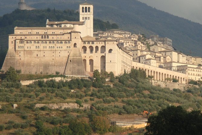 Assisi: Basilica of Saint Francis Tour with official guide, Assisi, ITALIA