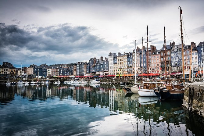 This highlights and hidden corners walking tour is an essential guide to Honfleur. Take a journey with a local guide through the many centuries of history and uncovers many of the city's hidden gems that visitors often miss. Learn through fun historical anecdotes and entertaining stories about a city made famous by its church, painters and musicians with a modern and vibrant outlook.
