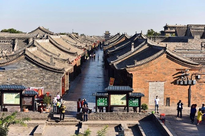 Experience the best of Pingyao in a full-day tour that includes three top attractions: Qiao's Family Compound, the UNESCO World Heritage-listed Ancient City of Pingyao and Shuanglin Temple. Learn the history form your experienced tour guide.<br> Lunch, attraction entrance ticket, and private transfer are all inclusive.<br>