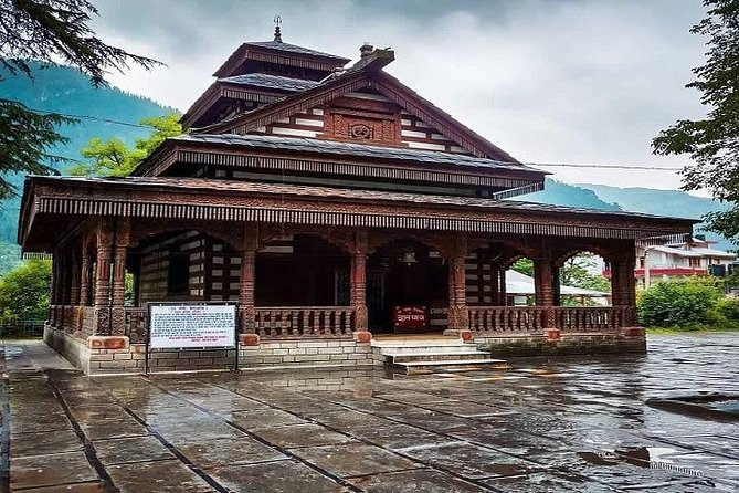 Book this 6-days sightseeing tour to Shimla, Kullu and Manali from Chandigarh. It's ideal for families, groups or even honeymoon tours at an affordable price.<br>You will get to see a 450 years old temple in Manali and visit the Naggar Castle, the factories of Kullu and Shimla's Jakhu Temple, among other beautiful sights. Accommodation is included for 5 nights.