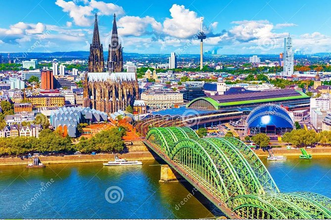 Enjoy a transfer from Köln and its surroundings to Baden-Baden, without waiting and without constraints. Our drivers can wait for you at the desired location (hotel, airport, station or accommodation) to drop you. We can also pick you up from Baden-Baden to take you back to Köln and its surroundings. Our vehicles have several options to ensure optimum comfort and they can accommodate up to 8 passengers.