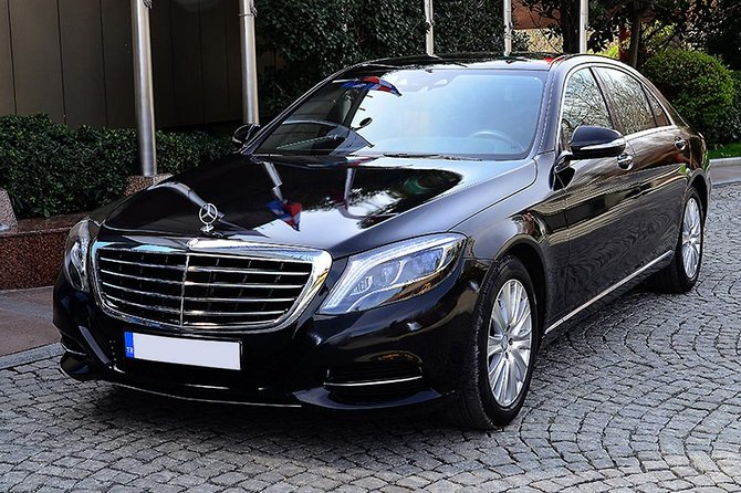 Local Dingle Peninsula based private chauffeur company.<br>All our drivers are local and friendly.<br>If you wish to tailor your transfer please let us know.<br>