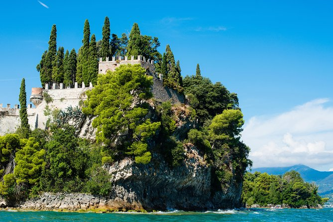 Take this afternoon boat tour on Lake Garda. Learn the history while soaking up the sights of nature.<br>