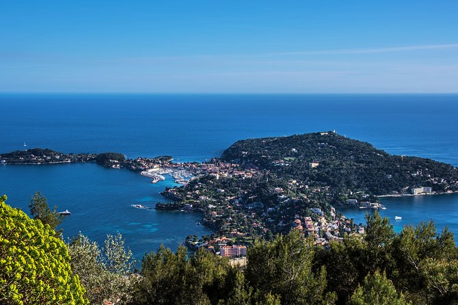 Full day trip from Menton to Villefranche-sur-Mer, Saint Jean Cap Ferrat, Mala Beach and Anjuna Beach Club<br>We will go from Menton to Villefranche-sur-Mer, go for a swim and then we will dock so you can walk around the waterfront. Then we cruise around Saint Jean Cap Ferrat on Les Fossettes beach where we can have lunch and relax in the sun. After awhile, we will go to Mala Beach so you can snorkel and explore the cave. After we are done there, we will have an aperitif on the boat and take you to Anjuna Beach Club for a bit of dancing and party. Then back to Menton.<br><br>You decide the route or let us advise you.<br><br>An aperitif at sunset or the whole day to enjoy the sea and a well-deserved relaxation.<br><br>Can we drop anchor in the magnificent beaches that surround Saint Jean Cap Ferrat (Les Fosses, Paloma) or maybe you prefer to have fun dancing on the tables of the coolest club of the year, the Anjunabay?<br><br>these are the only things you need to think about in your day of relaxation!<br><br>We will take care of the rest !!!