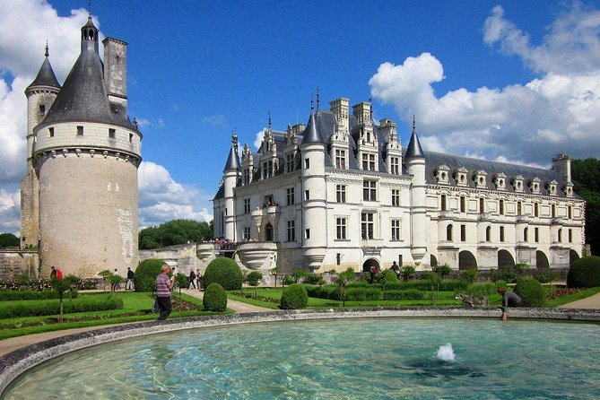 Enjoy a private tour of the two most popular castles in the Loire Valley with a registrered guide.<br><br>Discover chateau de Chenonceau, its graceful architecture and remarkable gardens.<br><br>Tour Chambord, the largest and most spectacular Loire Valley castle.