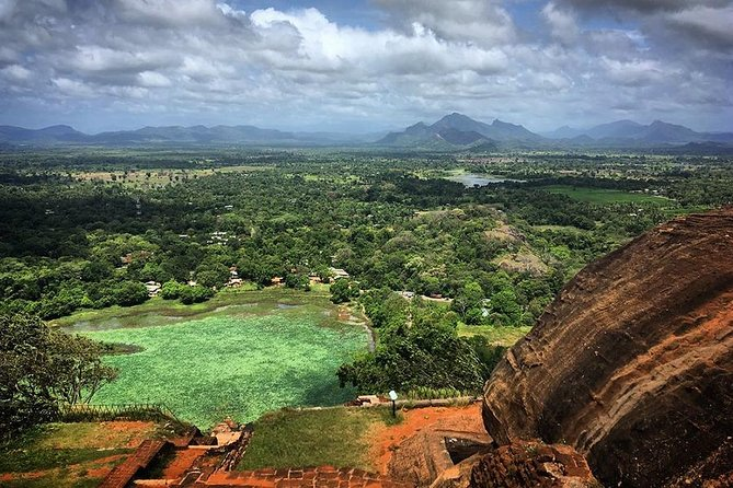 This tour package includes the most famous destinations around the Sri Lanka. You can enjoy your visit to Sri Lanka without missing any famous destination.