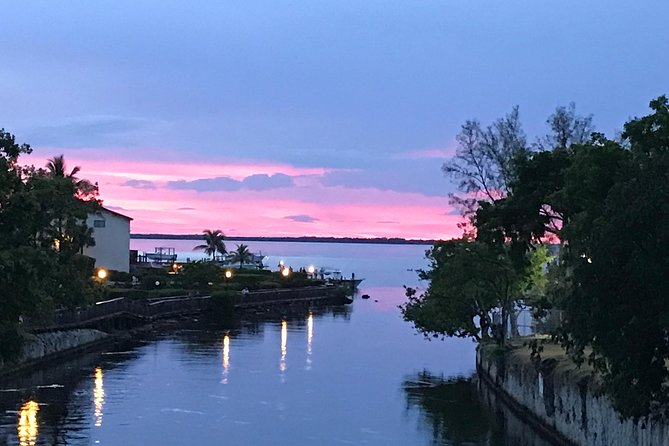 Watch the amazing Key Largo sunset from the Bay in Key Largo. Pass by Manatees and Dolphins on the way (not guaranteed).<br>Guaranteed no crowds!