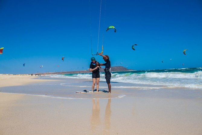 There is no age limit or special conditions to start your adventure with kiteboarding, except be able to swim, have between 30-35 kg, and have fun!<br><br>Instead of being the most exhilaranting activity that Sal island can offer!<br>