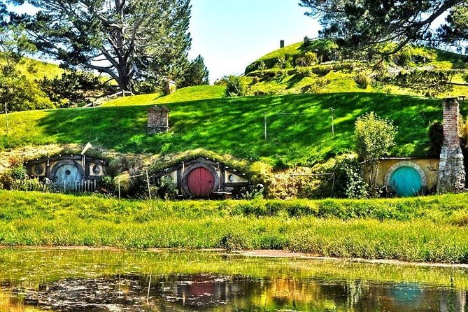Join this exciting 3-day tour for the chance to visit the Hobbiton Move Set and Waitomo Caves! Experience a wide range of unique activities, admission fees, accommodation and lunch at Hobbiton included. Tour begins upon your arrival at Auckland airport with 2-nights' accommodation in Auckland included.