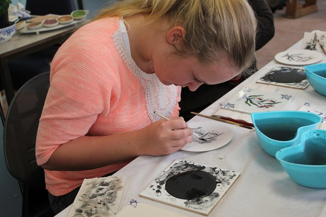 Delft Pottery Factory painting workshop including private tour, The Hague, HOLLAND