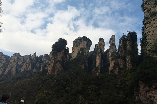 We provides convenient private transfer service between Yichang Tourist Center <br> or Yichang central hotel and your hotel in the downtown of Zhangjiajie or Wulingyuan hotel.<br> We offer many choices of vehicles and all our drivers are professional and know every corners of this area quite well. All the clean, tidy air-con vehicles we use are licensed with insurance. The vehicles will be just for you, your family or your group.