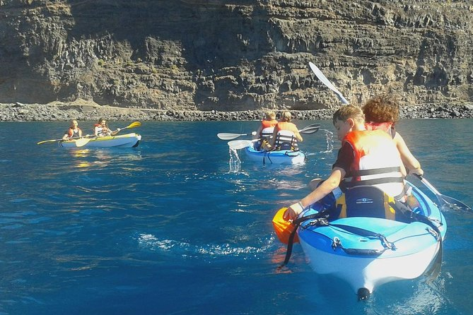 Starting from Las Vueltas Beach in Valle Gran Rey, we offer you Kayak rental with our support so you can choose the best route for you.