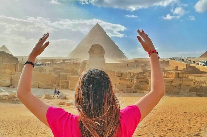 Private Tour to Take your own Time <br>Camel Ride is offered <br>Entrance fees to Giza pyramid and Sphinx <br>Qualifed Tourguide <br>Hotel pick up and Drop off service