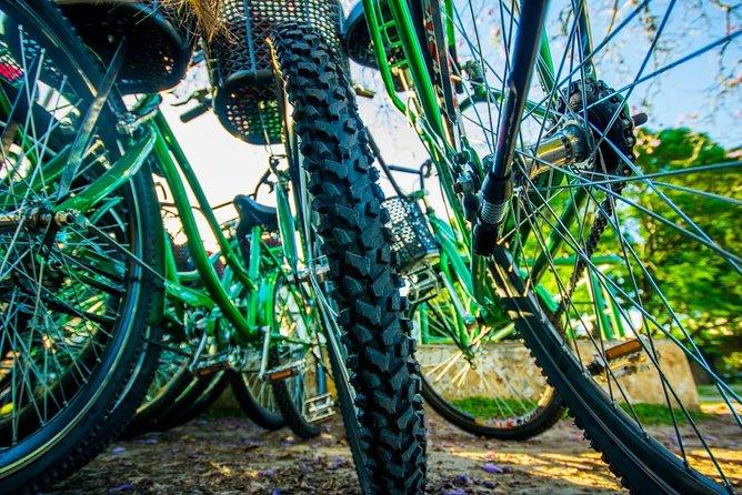 Recorrido en bicicleta por el norte de Buenos Aires con Cementerio de La Recoleta, Buenos Aires, ARGENTINA