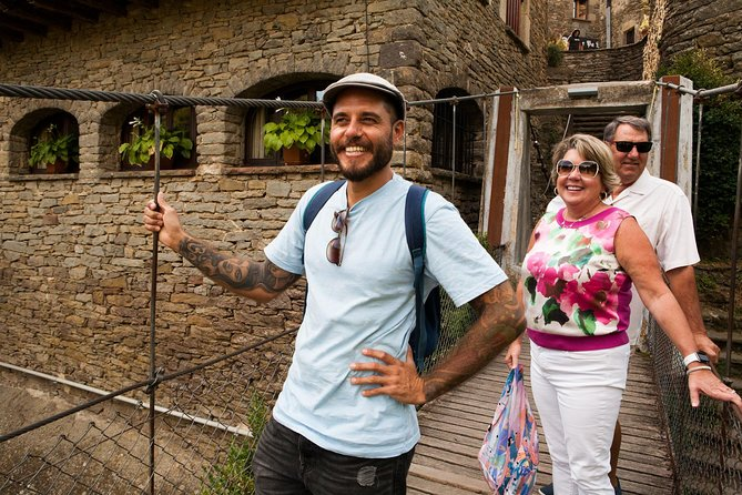 Private Full Day Trip to Medieval Villages of Catalonia + Lunch in a Farmhouse, Barcelona, ESPAÑA