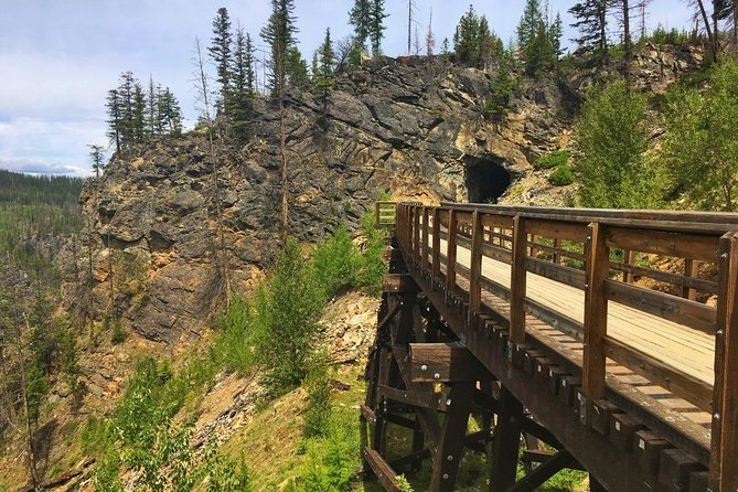 Bicyle Tour on Historical Kettle Valley Railway from Myra Canyon to Penticton, Kelowna y Okanagan Valley, CANADA