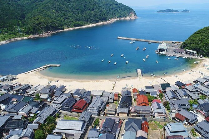 This value-packed trip with a nationally-licensed and experienced multilingual tour guide is a fantastic and efficient way to explore Maizuru!<br><br>Maizuru, a laid-back beach town in the northern Kyoto area, is filled with fascinating history and incredible local sights, including an impressive collection of temples and shrines, making it well-worth adding to your Kyoto itinerary.<br><br>Let us know what you would like to experience and we will customize a six-hour tour that's best for you!<br><br>Note*1: Please select your must-see spots from a list in the tour information to create your customized itinerary.<br>Note*2: The Nationally-licensed Tour Guide-Interpreter certification is issued by the Japanese government requires a good knowledge and understanding of Japanese culture and history.