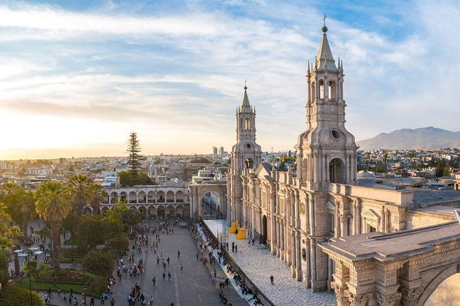 Get to know Arequipa on this history-filled city sightseeing tour. With a professional guide, you'll see the city's top historical attractions, including the colonial districts of St Lazarus and Yanahuara, the Monastery of St Catherine and the Basilica Cathedral of Arequipa, as well as two locations that provide excellent views of the city and its surrounds – Carmen Alto and the Mirador de Yanahuara. Travel by air-conditioned coach and hop off at various sites to walk around and soak it all in.