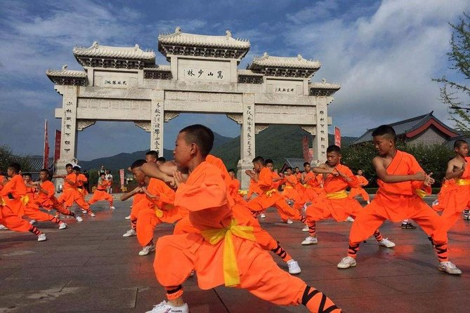MÁS FOTOS, Private Day Tour to Shaolin Temple with Kungfu Show from Qingdao by Air