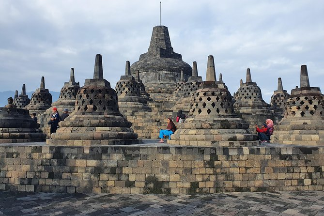 Extraordinary holiday in Yogyakarta by visiting the magnificent temples! We combine the experiences of culture, nature and adventure to Borobudur temple