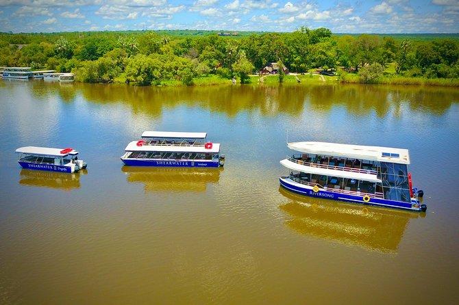 Cruceros al atardecer en el río Zambezi desde las Cataratas Victoria, ,