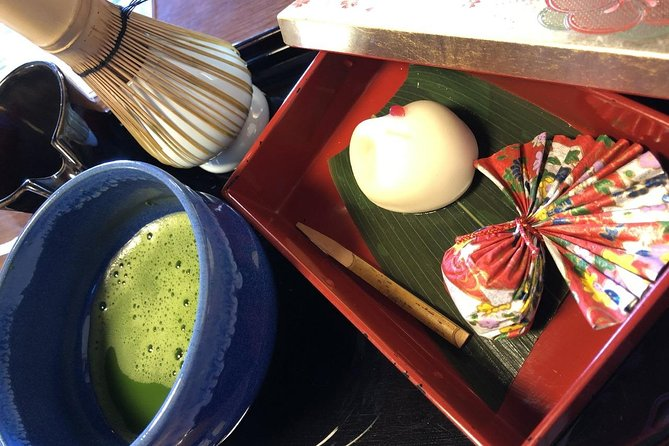 【OUTLINE】<br>You can experience an authentic tea ceremony wearing kimono in Hakodate. Let' learn the history of matcha and authentic manners under the guidance of professional tea instructor! After the tea ceremony, you can go sightseeing wearing a kimono.<br><br>【HIGHLIGHTS】<br>・The venue is within 20 minutes by train from Hakodate station, with a little walk from the station<br>・Authentic tea ceremony at the Japanese-style room in the hotel near Goryokaku station<br>・Change into Kimono, and learn the history and manners of matcha<br>・Easily accessible to the historic spots and the nearby downtowns, before and after the experience<br>・After tea ceremony, you can go sightseeing in kimono. (until 5 p.m.)