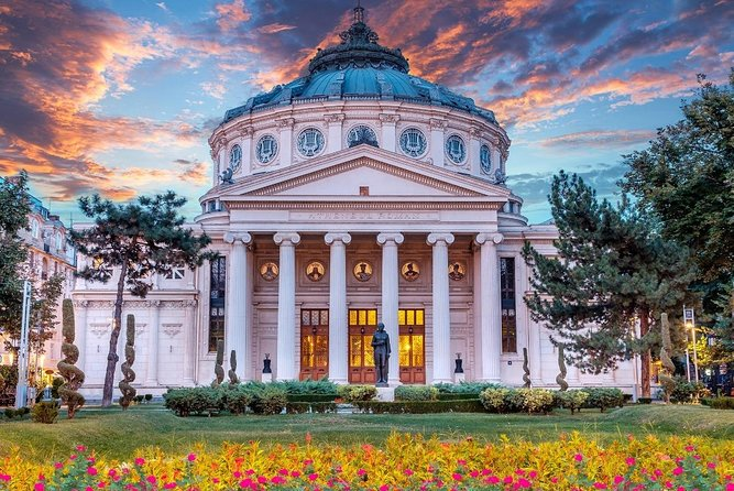 This is a Bucharest walking tour which take place în the evening. We meet în front at the Romanian Athenaeum and visit the most important tourist attractions in Bucharest city center.