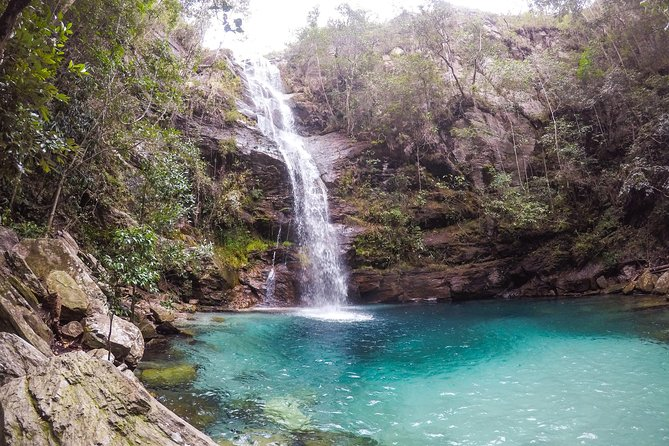 The Santa Barbara waterfall is currently one of the most famous attractions of the entire Chapada dos Veadeiros. It is in the Kalunga territory and its main differential is the turquoise blue color of its waters. It's so crystalline and blue that sometimes it's difficult to believe is true. As a maximum of 50 people per time on the trail, getting into their waters fells like an exclusive and unbelievable ride.