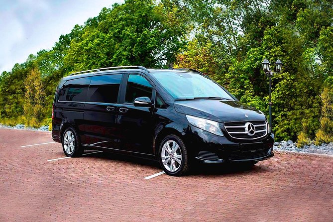 Book your private round-trip transfer from Barcelona Airport (BNC) to Andorra and return. <br><br>Your driver will be waiting for you at a scheduled time and you will travel comfortably to your destination.<br><br>• Meeting with a Nameplate<br>• We track your Flight<br>• Door-to-door Service<br>• No Hidden Charges<br>• Clean cars & Professional drivers<br><br>