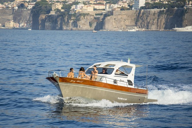 Private Amalfi coast tour with SPARVIERO 850, Sorrento, ITALIA