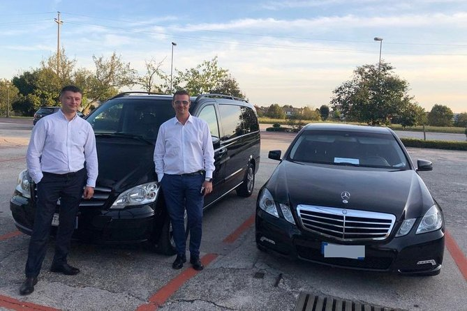 Book your Private Round-Trip Transfer from Geneva Airport (GVA) to Chamonix (FR) hotel or address and return.<br><br>Don't go through all the hassle of waiting in a long taxi or shared shuttles queues and use our private, door to door airport transfer.<br><br>Your driver will be waiting for you at a scheduled time and you will travel comfortably to your destination.<br><br>• Meeting with a Nameplate<br>• We track your Flight<br>• Door-to-door Service<br>• No Hidden Charges<br>• Clean cars & Professional drivers