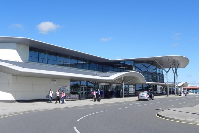 Get your time in Guernsey off to a stress-free start with this private, one-way transfer service from Guernsey Airport. Simply book before your trip, meet your driver at Guernsey Airport when you land, and then sit back as you travel to your central Guernsey hotel in the air-conditioned comfort of a private vehicle. This private Guernsey Airport transportation service is available 24 hours, seven days a week to suit your schedule, and designed for private groups of up to eight people.<br><br>• One-way private arrival transfer from Guernsey Airport to Guernsey hotel<br>• Door-to-door service with a professional driver<br>• Rates cover private groups of one to eight passengers<br>• Private transfers operate 24 hours, seven days a week