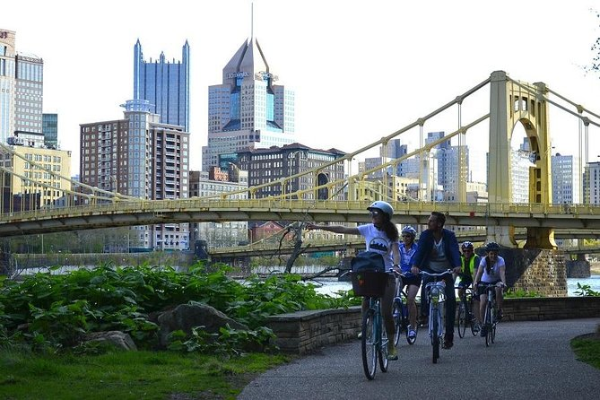 On this tour you will get a great overview of the city while learning about the rise, fall and most recent comeback of Pittsburgh. You will be introduced to outstanding architecture, interesting historic facts and fantastic views of the city. We will leave the beaten paths with you to also discover some surprising hidden gems. Old and new buildings, city squares and public art will turn this bike ride into a memorable event full of exciting (re)discoveries of The Burgh.